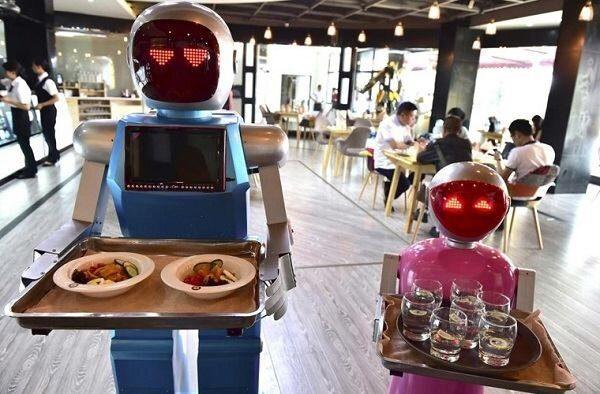 رباتهای سخنگو  جایگزین پیشخدمت  دررستوران ها